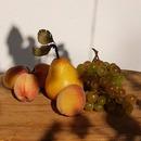 De retour du jardin, les mains pleines . . #jardin #fruitsdesaison #recolte #pechedevigne #poire #raisin #bio #naturel