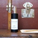 En alliant Poivre, Safran et Benjoin, notre parfum d'intérieur Sur les pas de Vauban est un trait d'union entre les matières de l'ancienne parfumerie raffinée et le piquant qui apporte la touche moderne. Parfait pour donner de la profondeur aux ambiances épurées ou pour réveiller les intérieurs classiques ! Existe en bougie, brume d'ambiance et diffuseur à tiges rotin  . . #bougie #bougieparfumee #brumedinterieur #brumedambiance #diffuseur #benjoin #safran #poivre #artisandefrance #fabricationfrancaise #madeinfrance #frenchmade #candle #scentedcandle #roomspray #diffuser #reeddiffuser #homescents #larochelle #charentemaritime #infinimentcharentes #aunisatlantique #aunismaraispoitevin